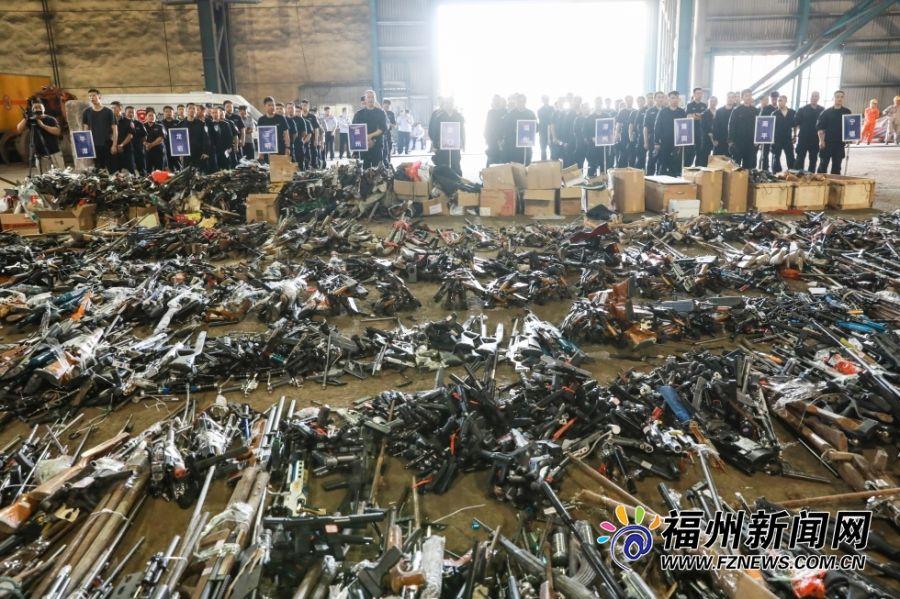 8月12日上午9时,福州长乐区某钢铁制造企业,集中销毁今年以来各地公安机关收缴、报废的各类枪支、管制器具。福州新闻网记者 林凯航 摄