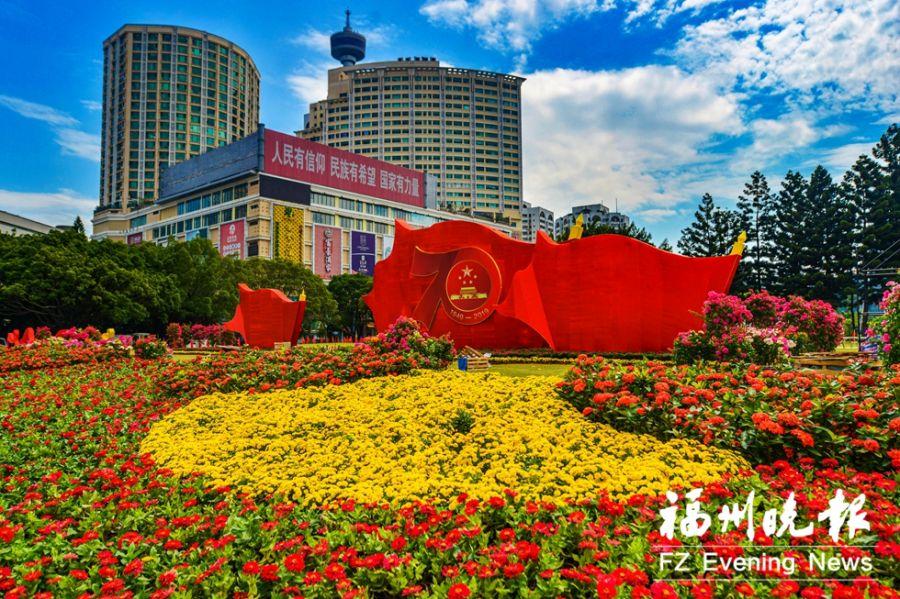 五一广场花团锦簇。