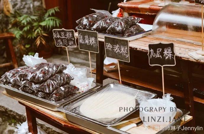来到嵩口,一定要记得品尝一下永泰当地的特色美食:蛋燕、九重粿、三鲜汤、梅子酥、葱饼、青红酒、满洲糕、水晶糕、绿豆糕……图源:微博摄影师琳子Jennylin