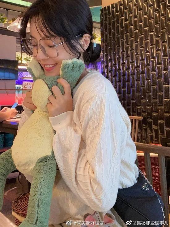 王思聪新女友是谁 王思聪新女友宋美娜长相甜美性感写真曝光