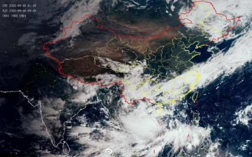 臺風紅霞(強熱帶風暴)在越南東部沿海登陸