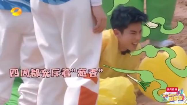 这个叔叔不一般!王耀庆吃了大葱朝王鹤棣哈气 感受到了绝望