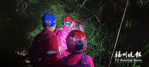 夫妻被困马尾康坂溪 志愿者雨夜搜救