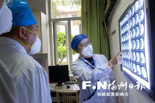全国先进工作者陈晓红:直面传染病菌三十载