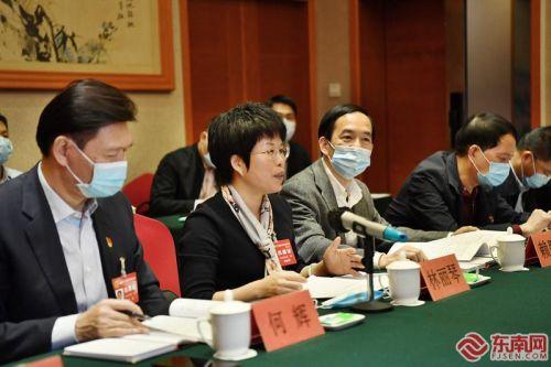 省人大代表继续分组审议政府工作报告