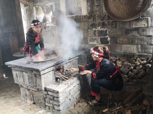 赤溪畲村的畬族文化遗产展示。 (1)