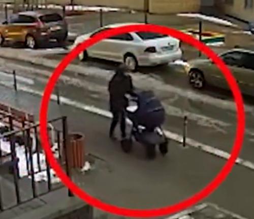 俄羅斯一男子跳樓自殺砸中路邊嬰兒車:5個月大嬰兒被砸身亡