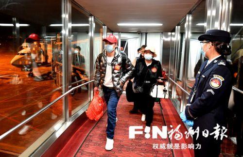 福州包机接来宁夏固原130名务工人员