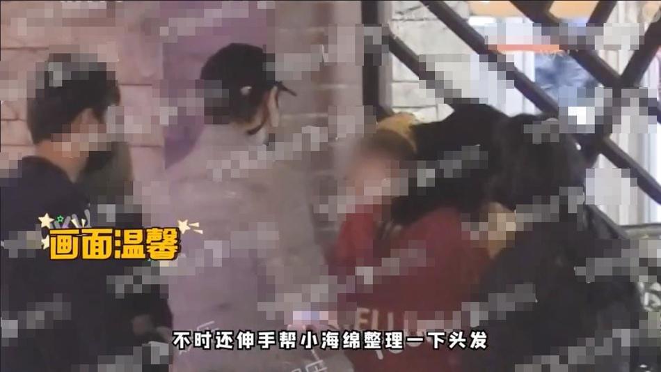 黄晓明Angelababy带儿子小海绵就医 一家三口同框照片曝光