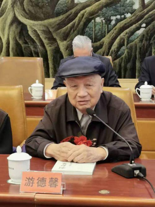 福建省政协原主席、老地下党员游德馨分享党史