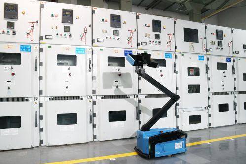 2021年4月22日福建福州供电公司保电机器人在福州海峡会展中心8号配电房内对设备进行巡视(陈蒸陈德钧)
